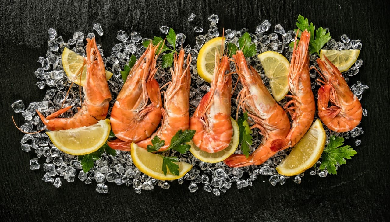 British King Prawns on a bed of lemons and ice